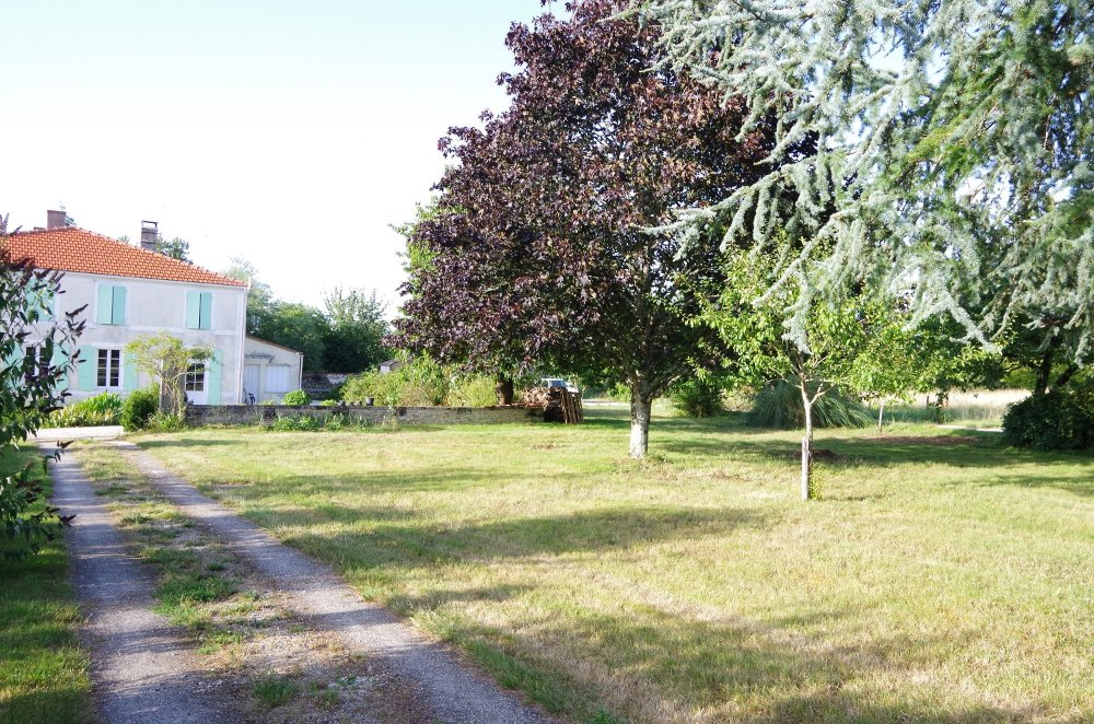 Aire camping-car à Tonnay-Charente (17430) - Photo 2